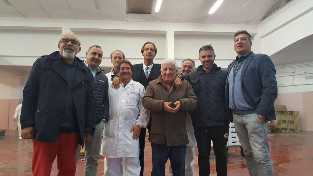 il sindaco Mastromauro e l'amministratore unico Filippo Di Giambattista nel Mercato Ittico
