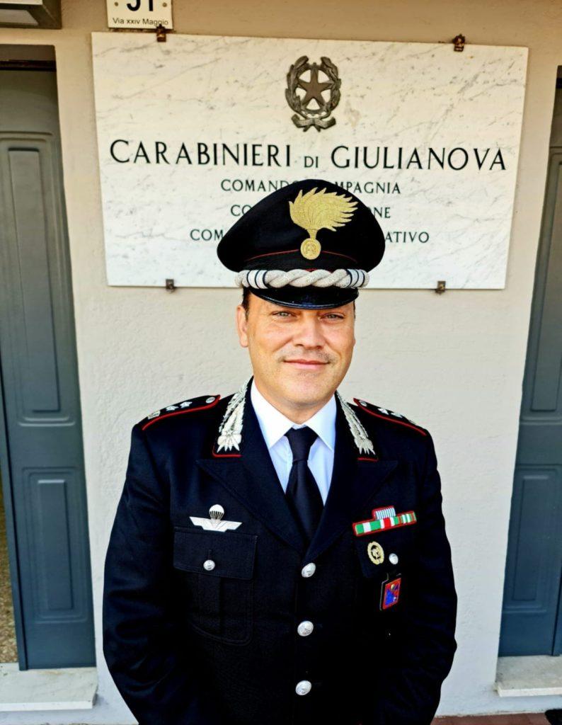 Vaccinazione anti Covid-19.  I Carabinieri di Giulianova offrono il loro supporto ai cittadini per effettuare le prenotazioni