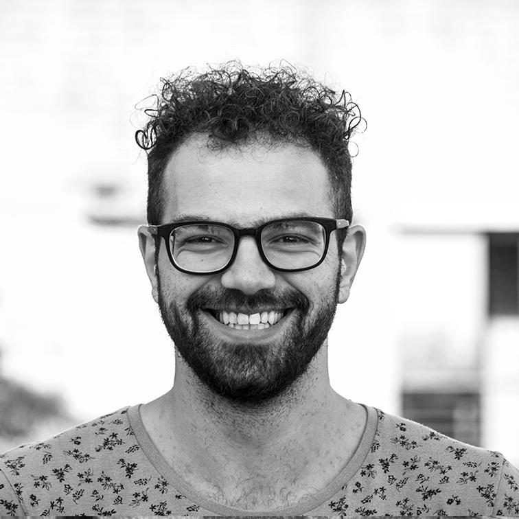 Il compositore e musicistaabruzzese, Angelo Marrone, pubblica la colonna sonora:Géant! Le Documentarie, il suo primo lavoro cinematografico.