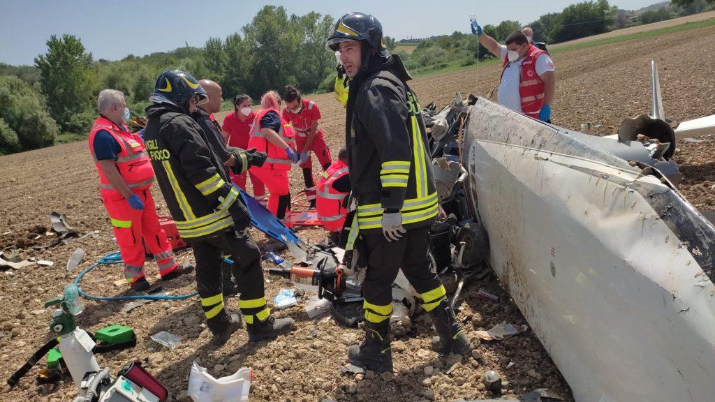 Corropoli. Vigili del Fuoco: cade un ultraleggero, uno dei due occupanti muore all'ospedale di Pescara.