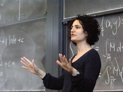 """Giulianova. La matematica Gigliola Staffilani testimonial della terza edizione di """"remiamo insieme contro la violenza sulle donne"""""""