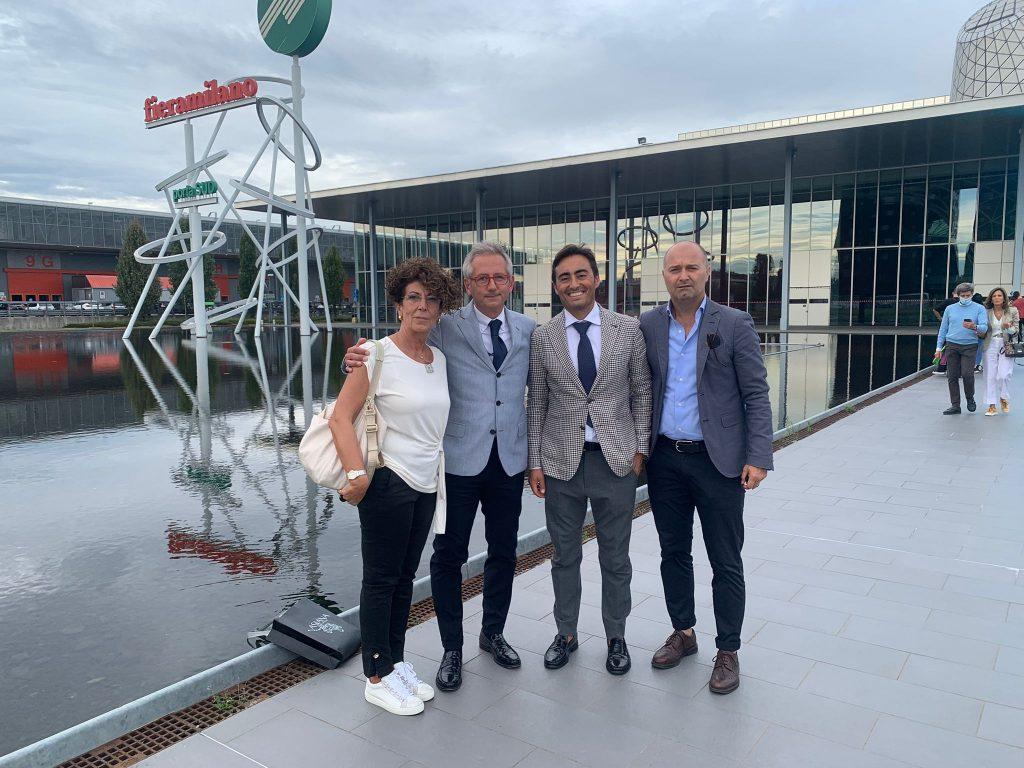 CARIFERMO ACCANTO ALLE AZIENDE DEL TERRITORIO.  Una delegazione presente a Milano alle Fiere del distretto
