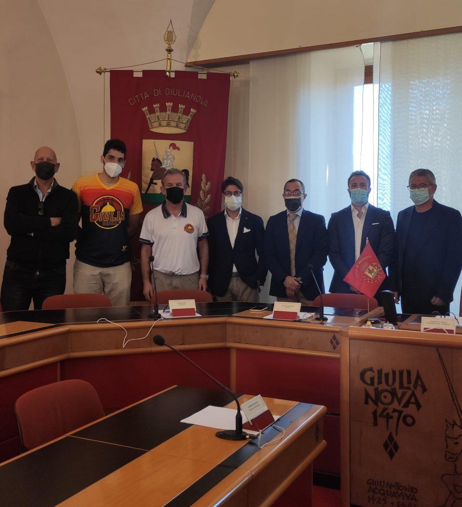 """Presentazione del """"Giulianova Basket"""" in sala consiliare. Il Sindaco Jwan Costantini: """" nessuna fantomatica cordata."""""""