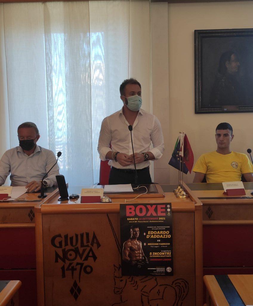Giulianova. Presentato l'incontro pugilistico di sabato prossimo in centro storico. Edoardo D'Addazio, 25 anni, all'esordio nel professionismo.