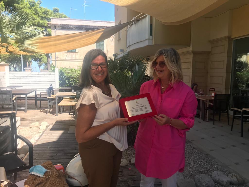 Giulianova. L'amministrazione comunale saluta la dipendente Franca Trombini.