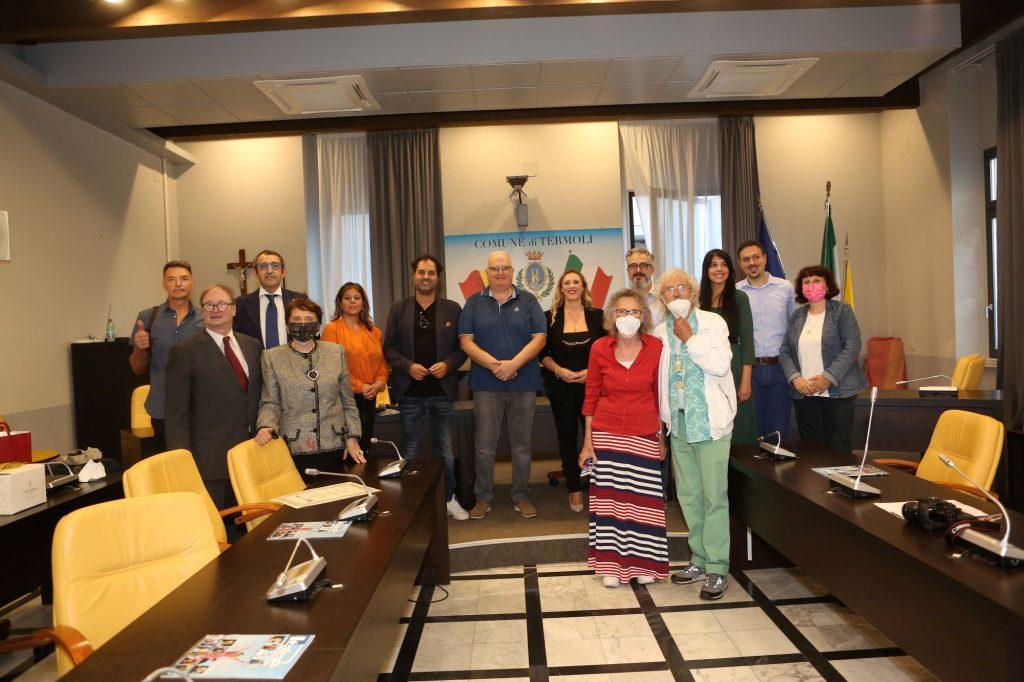 """Lunedì scorso, nella sala consiliare del comune di Termoli, sono stati assegnati i premi """"Eccellenze di Casa Nostra 2021""""."""