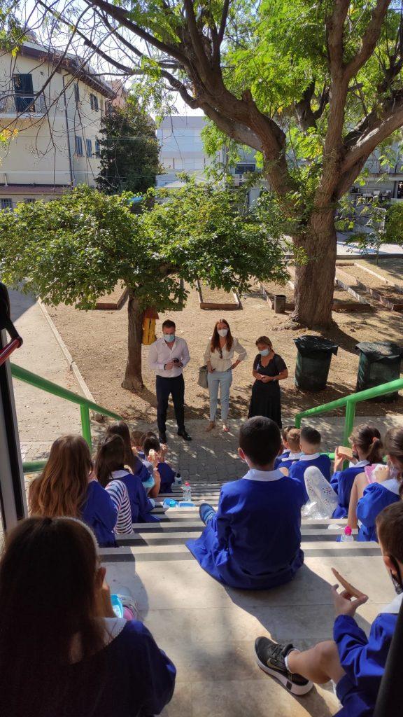 Primo giorno di scuola: il Sindaco Jwan Costantini e il vice Sindaco Lidia Albani portano il saluto dell'amministrazione in tutti i plessi comunali.