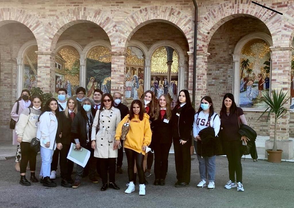 """Giulianova. Il """"Di Poppa-Rozzi"""" di Teramo in visita al santuario della Madonna dello Splendore."""